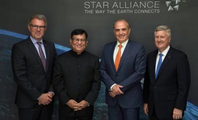 (από αριστερά) ο CEO της Lufthansa, CarstenSpohr, ο CMD της Air India, Rohit Nandan, ο CEO της Air Canada, Calin Rovinscu, και ο CEO της Star Alliance, MarkSchwab