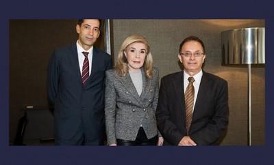 Από αριστερά ο Πρέσβης του Αζερμπαϊτζάν στην Ελλάδα κος Rahman Mustafayev, η κα Μαριάννα Β. Βαρδινογιάννη και ο Διευθυντής του 9ου Δημοτικού Σχολείου Πειραιά κος Γιώργος Λαχανάς