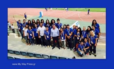 Ο Περιφερειάρχης Κρήτης με τους εθελοντές της μαθητικής κερκίδας