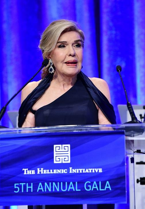 """Η """"ΕΛΛΗΝΙΚΗ ΠΡΩΤΟΒΟΥΛΙΑ"""" ΤΙΜΗΣΕ ΤΗ ΜΑΡΙΑΝΝΑ ΒΑΡΔΙΝΟΓΙΑΝΝΗ ΚΑΙ ΤΗΝ """"ΕΛΠΙΔΑ"""" Η """"Ελληνική Πρωτοβουλία"""" (The Hellenic Initiative) τίμησε την Πρέσβυ Καλής Θελήσεως της UNESCO, Μαριάννα Β. Βαρδινογιάννη και το Σύλλογο Φίλων Παιδιών με καρκίνο """"ΕΛΠΙΔΑ"""" κατά το 5ο ετήσιο δείπνο της την Παρασκευή 29 Σεπτεμβρίου στη Νέα Υόρκη. Το """"Hellenic Entrepreneurship Award"""" απονεμήθηκε στον όμιλο Libra Group. Την εκδήλωση παρουσίασε ο Σάκης Ρουβάς. PHOTO: © GOA/GANP/DIMITRIOS PANAGOS-GANP/ΔΗΜΗΤΡΗΣ ΠΑΝΑΓΟΣ"""