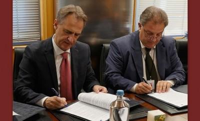Signing_N_Velentzas