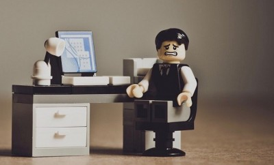 lego-office-worker-despaired 1